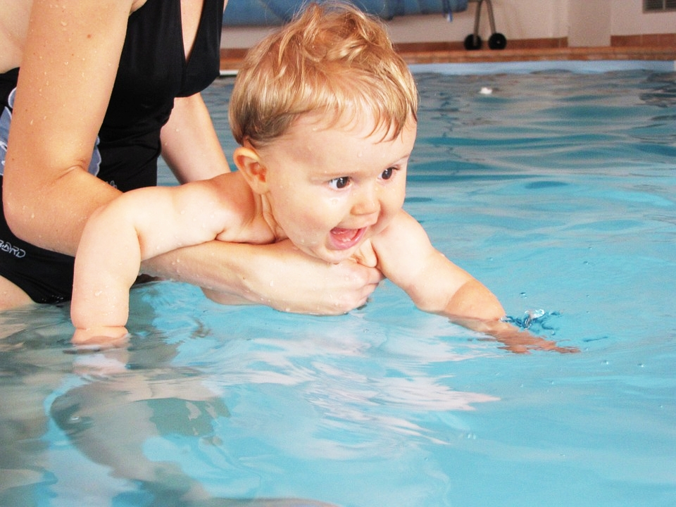 ejercicios de matronatacion, clases natacion bebe infantil consejos recomendaciones