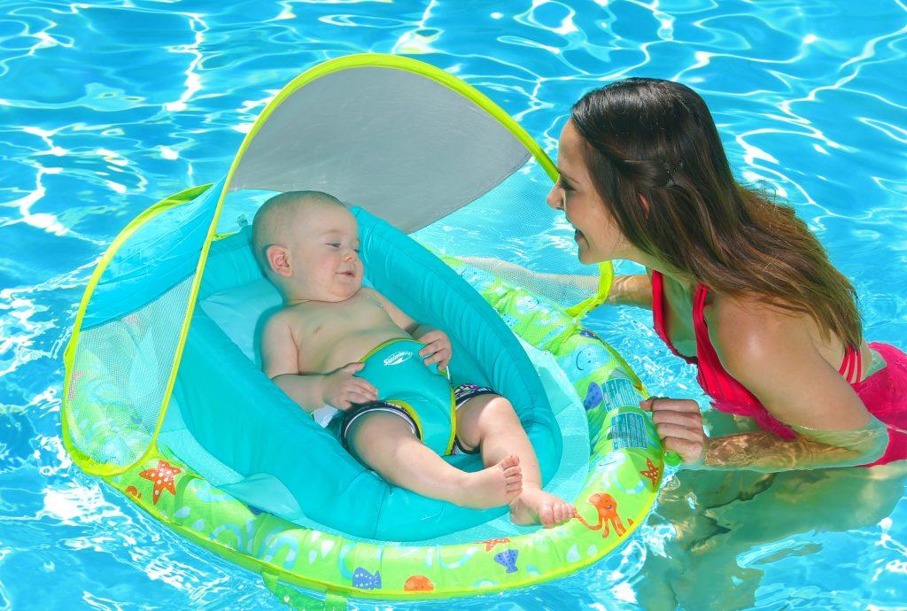 consejos bebe piscina, que llevar, precauciones